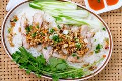 Carne di maiale con aglio ed i peperoncini rossi Fotografie Stock