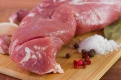 Carne di maiale con pepe, sale ed aglio Fotografia Stock