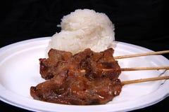 Carne di maiale con riso appiccicoso su fondo nero Fotografie Stock Libere da Diritti