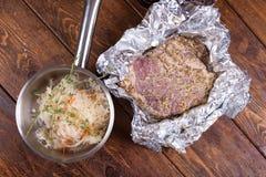 Carne di maiale cruda con le spezie Immagine Stock Libera da Diritti