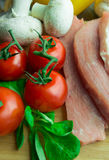Carne di maiale cruda sul tagliere Fotografia Stock