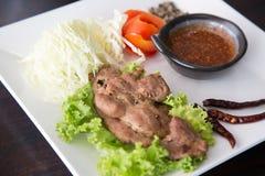 Carne di maiale della bistecca con salsa piccante tailandese fotografie stock