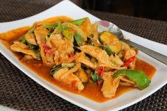 Carne di maiale e basilico in padella tailandesi, kra Prao del cuscinetto fotografie stock libere da diritti