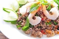 Carne di maiale ed insalata piccanti tailandesi dello shtimp fotografia stock