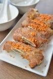 Carne di maiale fritta nel grasso bollente aglio Fotografia Stock Libera da Diritti