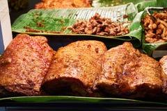Carne di maiale fritta nel mercato Bangkok Tailandia Immagine Stock Libera da Diritti