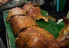 Carne di maiale fritta nel mercato Bangkok Tailandia Immagine Stock