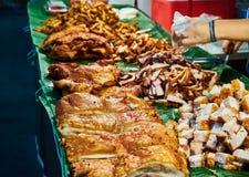 Carne di maiale fritta nel mercato Bangkok Tailandia Fotografie Stock