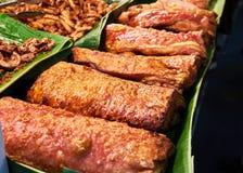 Carne di maiale fritta nel mercato Bangkok Tailandia Immagini Stock Libere da Diritti