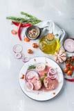 Carne di maiale organica cruda fresca della carne dell'agricoltore pronta per cucinare Fotografie Stock Libere da Diritti