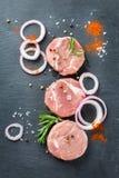 Carne di maiale organica cruda fresca della carne dell'agricoltore pronta per cucinare Immagine Stock