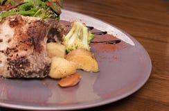Carne di maiale tagliata con le patate al forno Fotografia Stock Libera da Diritti