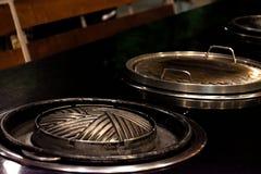 Carne di maiale tailandese della griglia del barbecue sul buffet caldo della pentola, pentola della carne di maiale diMOO-gata ?  fotografia stock