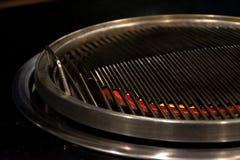 Carne di maiale tailandese della griglia del barbecue sul buffet caldo della pentola, pentola della carne di maiale diMOO-gata ?  immagini stock libere da diritti