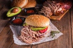 Carne di maiale tirata hamburger Immagini Stock