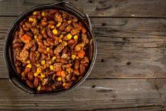 Carne di manzo con salsa al peperoncino rosso messicano tradizionale del piatto Fotografia Stock