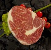 Carne di marmo con i pomodori ciliegia Immagine Stock Libera da Diritti
