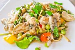 Carne di pesci fritta con di erbe Fotografia Stock