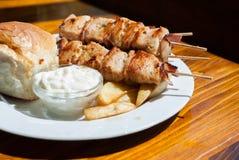 Carne di pollo arrostita con bacon sul bastone Immagine Stock Libera da Diritti