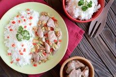 Carne di pollo arrostita con il sedano del gambo, noci arrostite e riso Fotografie Stock
