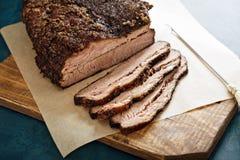 Carne do peito lentamente cozinhada cortada foto de stock
