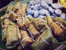 Carne dolce tailandese cotta a vapore avvolta con le foglie della banana Fotografia Stock Libera da Diritti