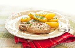Carne e batatas fervidas imagens de stock