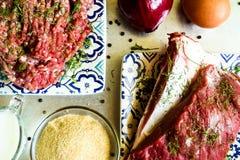 Carne e carne picada cruas foto de stock