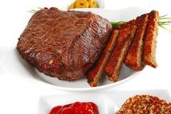 Carne e pão com especiarias Imagens de Stock