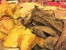 Carne e patate arrostite Cucina italiana fotografia stock