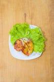 Carne e pomodori al forno con formaggio fotografie stock libere da diritti
