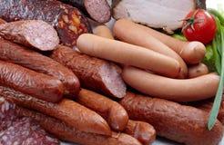Carne e salame affumicati delle salsiccie Fotografia Stock
