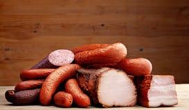 Carne e salsiccie affumicate Fotografia Stock Libera da Diritti