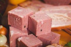 Carne e salsichas fumadas Imagem de Stock