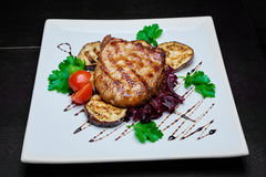 Carne e vegetais grelhados Fotos de Stock Royalty Free