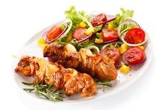 Carne e vegetais grelhados Imagem de Stock