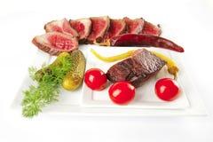 Carne e vegetais grelhados quentes Fotografia de Stock