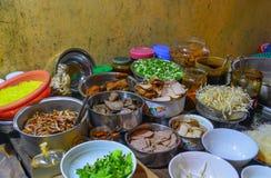 Carne e vegetal para uma sopa de macarronete imagens de stock royalty free