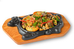 Carne e verdure dell'arrosto sul piatto del metallo Fotografie Stock Libere da Diritti