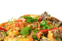 Carne e verdure dell'arrosto sul piatto del metallo Fotografia Stock