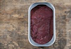 Carne em uma lata imagem de stock royalty free