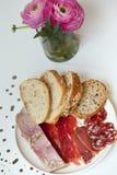 Carne fría y pan Fotos de archivo libres de regalías