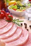 Carne fresca con il pomodoro ed il rosmarino Fotografia Stock