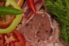 Carne fresca con las verduras y las especias Foto de archivo