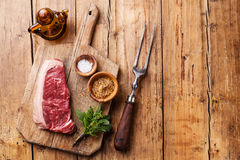 Carne fresca crua do bife de New York Imagem de Stock