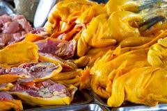 Carne fresca del pollo en el mercado Foto de archivo libre de regalías