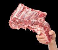 Carne fresca a disposición en un fondo negro Fotos de archivo