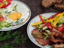 Carne frita con las verduras y los huevos Fotos de archivo libres de regalías