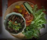 Carne fritada agitação e vegetal servidos Fotos de Stock Royalty Free
