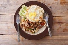 A carne fritou com molho da ostra mais o ovo lateral ensolarado Fotos de Stock